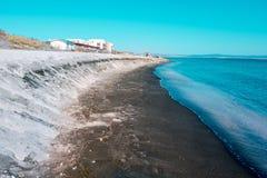 Overzeese kust van Bulgarije, textuur zwart zand op het concept een kustvakantie, achtergrond, natuurlijke achtergrond Royalty-vrije Stock Foto's