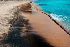 Overzeese kust van Bulgarije, textuur zwart zand op het concept een kustvakantie, achtergrond, natuurlijke achtergrond Royalty-vrije Stock Afbeelding