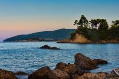 Overzeese kust van het Griekse eiland Evvoia Stock Foto