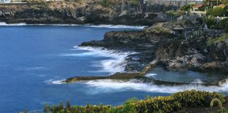 Overzeese kust van Tenerife Canarische Eilanden Natuurlijk zwembad stock foto