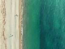 Overzeese lucht hoogste mening van hommel Azuurblauw oceaanwater en geel zandstrand als tropische vakantieachtergrond met exempla royalty-vrije stock afbeeldingen