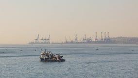 Overzeese mening en generische mening van ambarlizeehaven in Istanboel met boten stock afbeeldingen