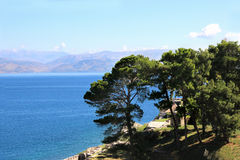 Overzeese Mening Mountain View Mooie Ionische donkerblauwe overzees Hemel en overzees Schoonheid in aard Royalty-vrije Stock Fotografie
