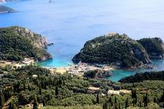 Overzeese Mening Mountain View Mooie Paleokastritsa en Ionische overzees Panorama van overzeese kust Royalty-vrije Stock Afbeeldingen