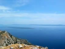 Overzeese mening van Kroatisch eiland stock afbeeldingen
