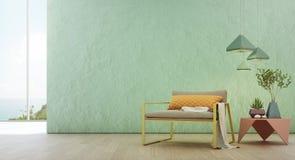 Overzeese meningswoonkamer van het strandhuis van de luxezomer met glasvenster en houten vloer Stock Afbeelding
