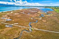 Overzeese moerassen en ondiep zandstrand van Nin-satellietbeeld royalty-vrije stock foto