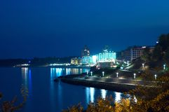 Overzeese nachtstad Stock Foto