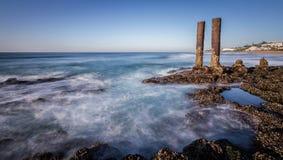 Overzeese Oceaanwaterrotsen royalty-vrije stock afbeeldingen
