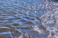 Overzeese oppervlakte met golven gestemd Royalty-vrije Stock Foto