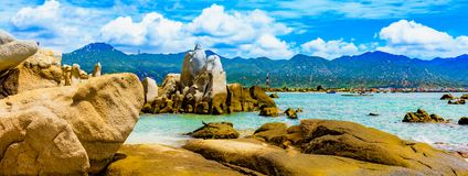 Overzeese rotsachtige kust stock fotografie