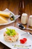 Overzeese salade met groenten en kaas Stock Foto's