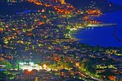 Overzeese stad bij nacht Royalty-vrije Stock Afbeeldingen