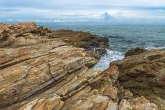 Overzeese steen met hemel Stock Foto