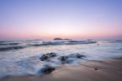 Overzeese stenen en zonsondergang Royalty-vrije Stock Foto's