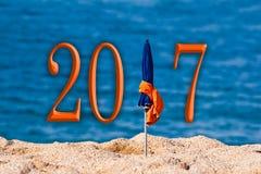 2017, overzeese van de strandparaplu achtergrond Stock Foto's