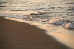 Overzeese van de zonsopgang golven Stock Fotografie