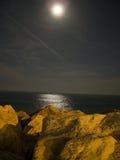 Overzeese van het maanlicht nacht Stock Afbeelding