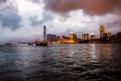 OVERZEESE VAN HONG KONG MENING IN NACHT Royalty-vrije Stock Afbeeldingen