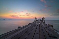 Overzeese van Thailand oude brug stock afbeelding