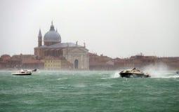 Overzeese van Venetië storm met weinig regen Stock Afbeeldingen