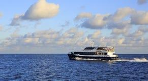 Overzeese veerboot op de Indische Oceaan Stock Foto