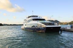 Overzeese veerboot op dok bij de haven Royalty-vrije Stock Foto