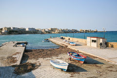 Overzeese voorzijde bij de stad Otranto, provincie van Lecce, Apulia, Italië Royalty-vrije Stock Foto
