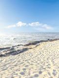 Overzeese zand en hemel Stock Fotografie