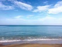 Overzeese zandhemel in vakantie Stock Fotografie