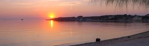 Overzeese zonsondergang panoram stock foto's