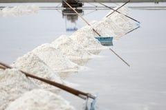 Overzeese zoute verdampingsvijver in Petchaburi, Thailand royalty-vrije stock afbeelding