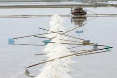 Overzeese zoute verdampingsvijver in Petchaburi, Thailand royalty-vrije stock fotografie