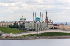 Overzicht op Kazan het Kremlin van rivieroever Stock Afbeeldingen