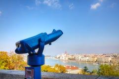 Overzicht van Boedapest met verrekijkers stock afbeelding