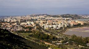 Overzicht van Cagliari en de vijver van Molentargius - Sardinige Royalty-vrije Stock Afbeeldingen