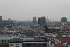 Overzicht van de horizon van Wenen in een bewolkte dag Stock Fotografie