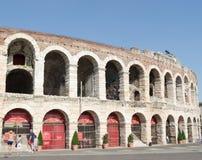 Overzicht van de ingang aan poltronissime, de meest luxueuze leunstoelen in Verona Arena stock fotografie