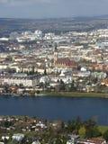 Overzicht van Wenen met de Rivier Donau in foregro Royalty-vrije Stock Fotografie