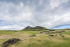 Overzicht ver van de Rano Raraku-vulkaansteengroeve van moais royalty-vrije stock foto's