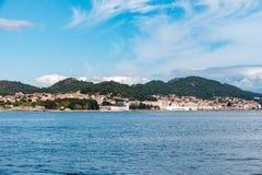 Overzie van de kust van Cangas stock fotografie