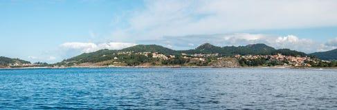 Overzie van de kust van Cangas stock afbeelding