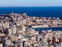 Overzie van de stad van Kavala - Oud Oud Fort bovenop de heuvel royalty-vrije stock fotografie