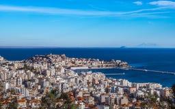 Overzie van haven van de stad van Kavala - Griekenland royalty-vrije stock fotografie