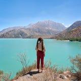 Overziend Iskanderkul in Fann Mountains, in Tadzjikistan in Augustus 2018 wordt in hdr wordt genomen genomen die stock foto's