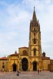Oviedo domkyrka i dagtid grensle arkivbild