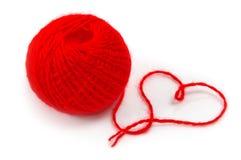 Ovillo rojo de la cuerda de rosca Fotos de archivo libres de regalías