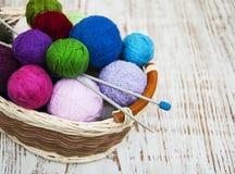 Ovillos de lana del color Imagen de archivo