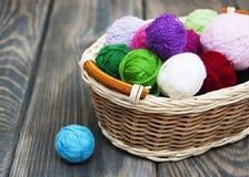 Ovillos de lana del color Fotografía de archivo