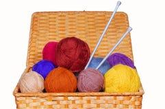 Ovillos multicolores de las lanas Imagenes de archivo